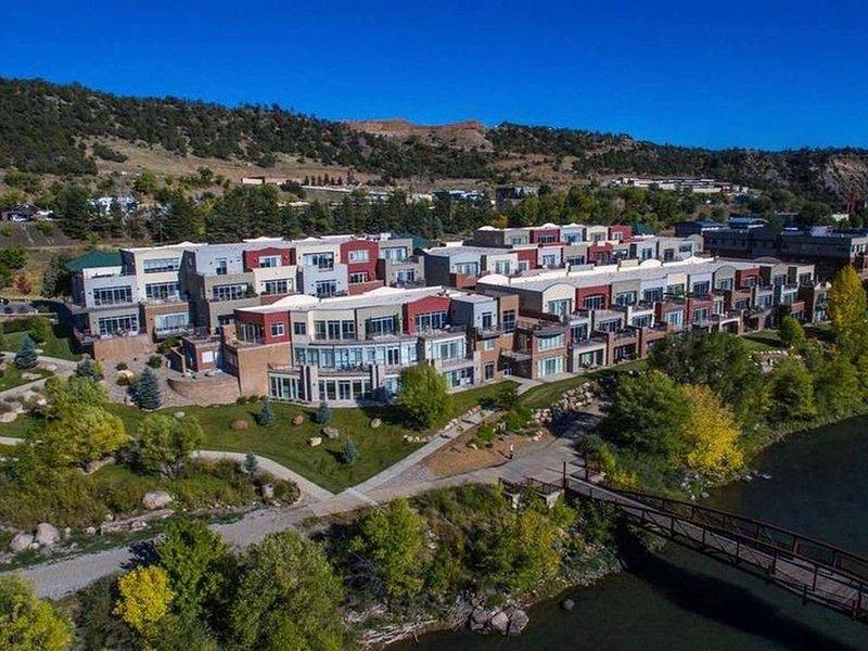 Animas River Haven! 1 Month Rentals, holiday rental in Durango