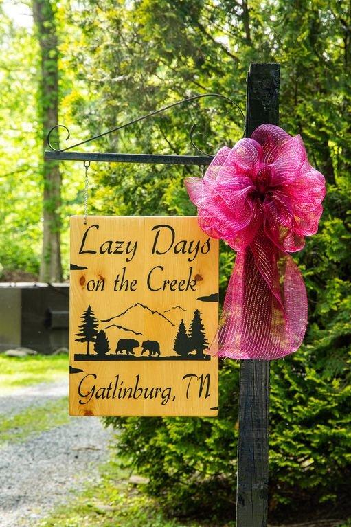 Gatlinburg Cabin Rentals Honeymoon Hills Lazy Days on the Creek