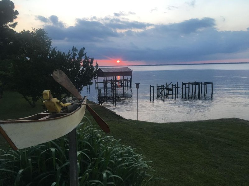Waterfront Home with Pier on Albemarle Beach, holiday rental in Edenton