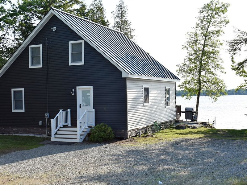 Home on Pushaw Lake just 15 minutes from the Bangor International Airport, holiday rental in Levant