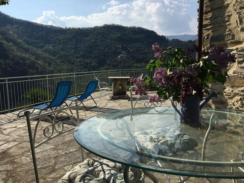 charme,  confort, con vista, 2 terrazze, vacation rental in Nasino