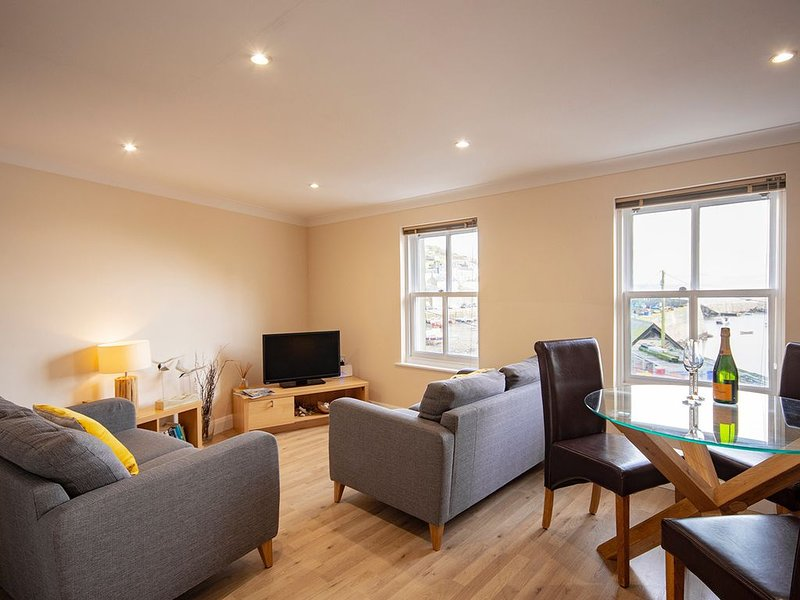 Stunning Penthouse Apartment With Amazing Harbour Views, vacation rental in Mevagissey