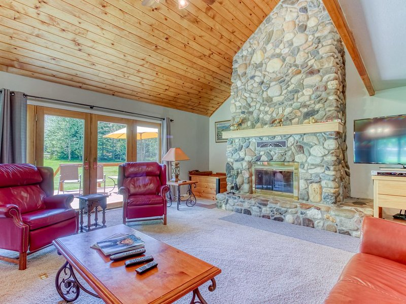 Lovely family home w/ views & home entertainment, near slopes, holiday rental in Ketchum