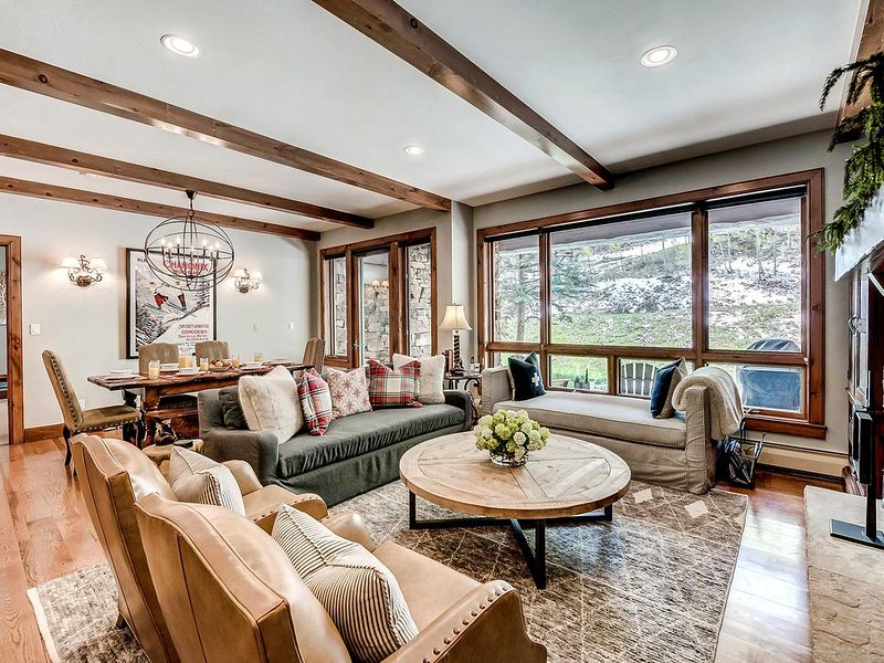 Gorgeous, True Ski-in/out Condo in Bear Paw Lodge with On-Site Pool & Hot Tub – semesterbostad i Avon