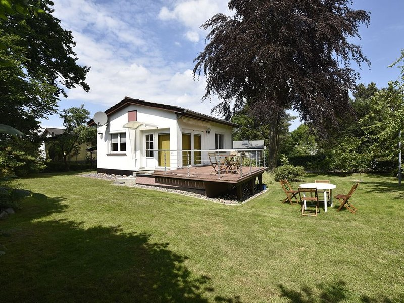Peaceful Holiday Home in Steffenshagen with Large Garden, holiday rental in Steffenshagen