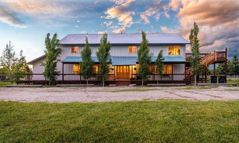 Blue Spruce Inn 1.25 acres mountain views 6 bed 6.5 bath 4,040 sqft - 2 kitchens, aluguéis de temporada em Victor