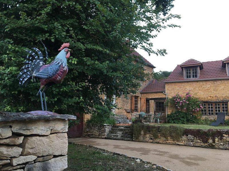Maison rêve, comfortable aussi bien pour 2 que pour 6 personnes + bébé., vacation rental in Marcillac-Saint-Quentin