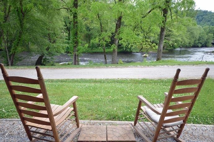 Bryson City/Cherokee River Cabin, 2 Bedrooms Sleeps 6, holiday rental in Whittier