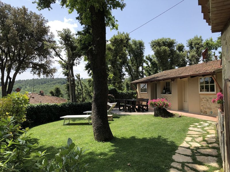 amazing home and a great central location near Florence, Siena and Pisa, casa vacanza a Gambassi Terme