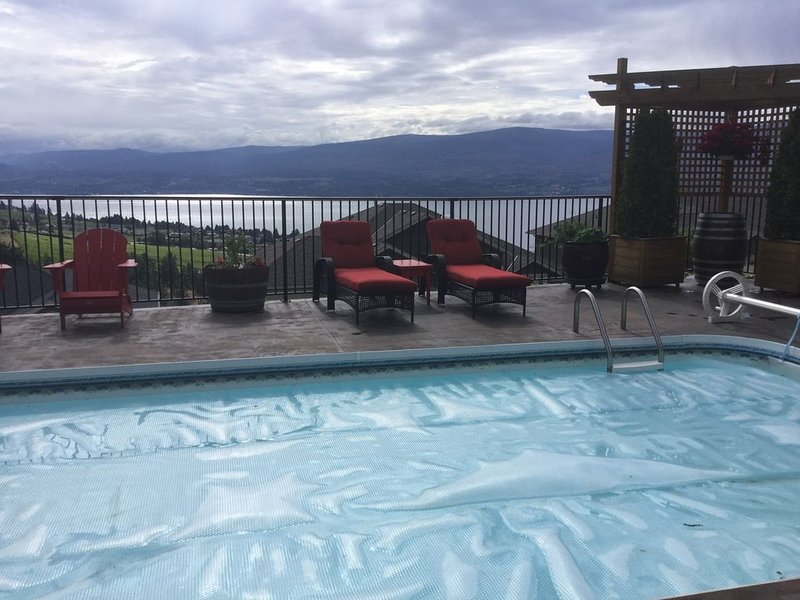 Beautiful Lakeview Suite-Overlook Okanagan Lake and Quails Gate Winery, casa vacanza a West Kelowna