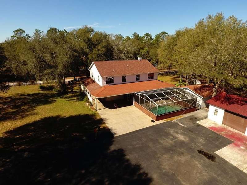 Perfect for FAMILY REUNIONS. Close by The Villages & shopping yet very private., holiday rental in Eastlake Weir
