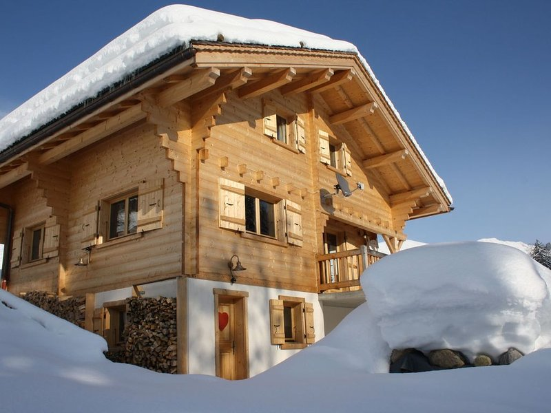 Luxurious, attractively furnished chalet with sauna, 5 minutes from the slopes, alquiler de vacaciones en Le Grand-Bornand