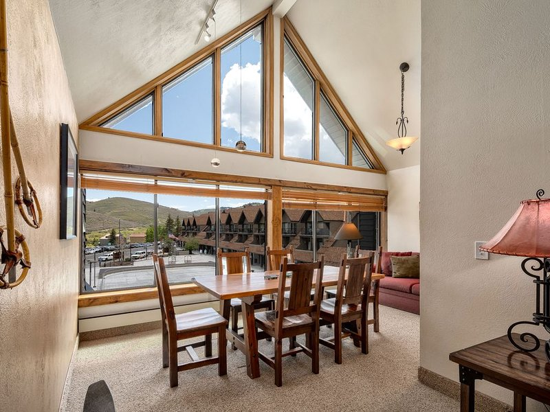 Beautiful Park City Mountain Resort, Hiking, Mountain biking, Ski-in/Ski-out, holiday rental in Park City