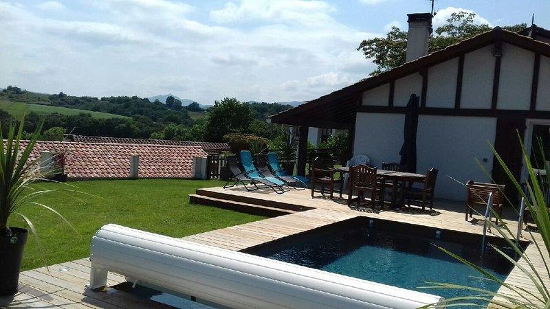 charmante maison surplombant le lac 4 chambres dont une studette, vacation rental in Saint-Pee-sur-Nivelle