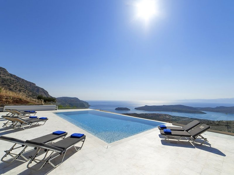 Mountain & Private Beach Villas: Villa EAGLE (with YOUR reserved beach area!), holiday rental in Agia Paraskevi