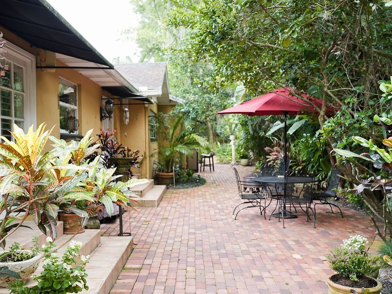 Beautiful Retreat in the Heart of Winter Park - Office, Patio, Hammock & More!, holiday rental in Goldenrod