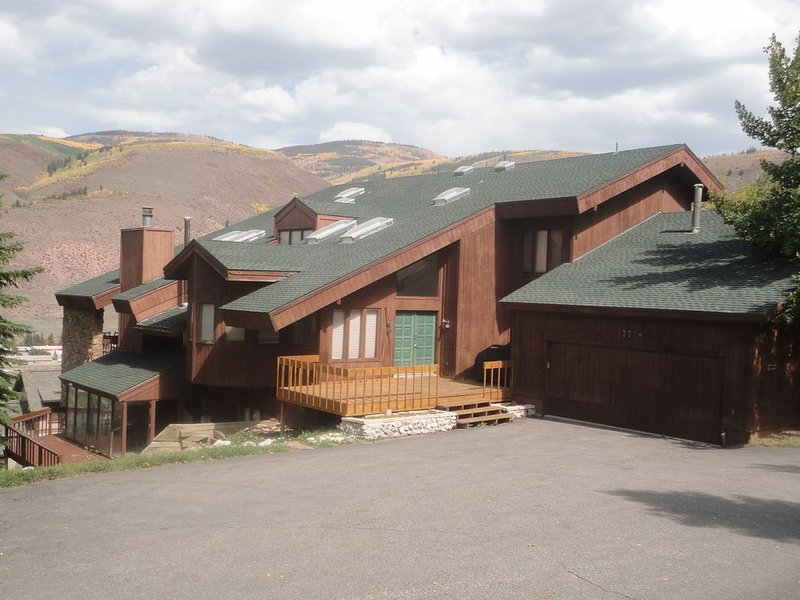 LUXURY 5,500'  6 Bdrm Home , w/ SPA like features - 4 Master size w/ King Beds,, holiday rental in Vail