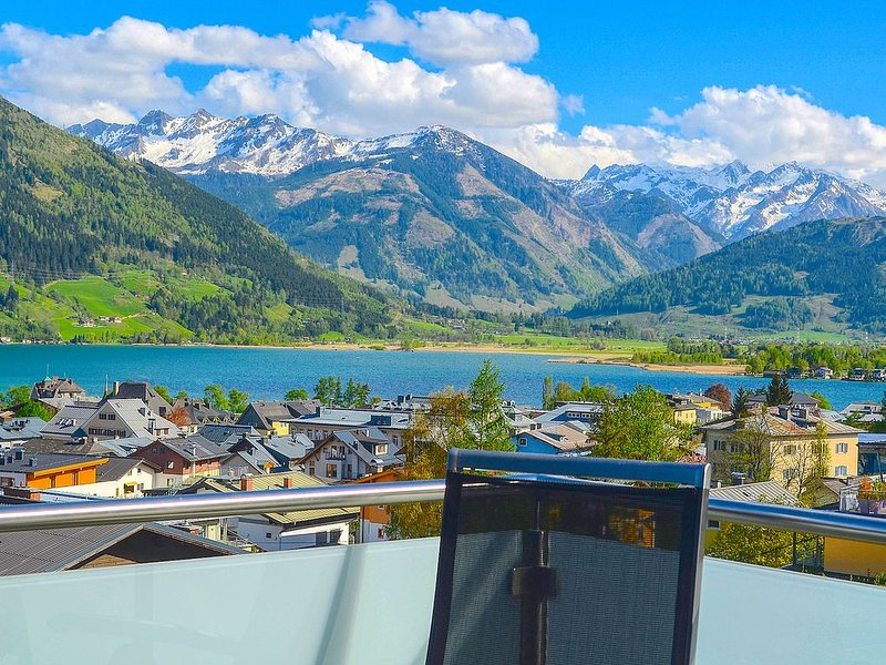 Apartment Konstanzia - premier location, overlooking the town of Zell am See, holiday rental in Zell am See