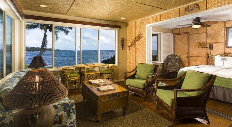 Hana Kai Maui - Oceanfront 'Waikaloa' (Unit #1) Corner Unit 100ʻ Off Water, holiday rental in Hana