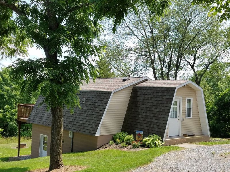 Cozy Country Cottage Just Minutes from 7-Points at Raystown Lake, holiday rental in Saxton