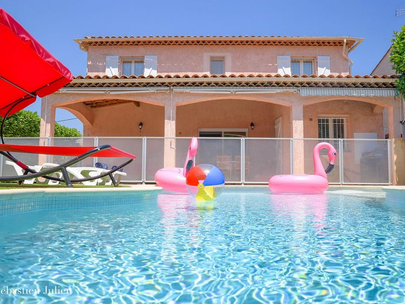 Spacious villa, 5 'BEACH, rates - 5% and -10%, Housekeeping Included, Ferienwohnung in Villeneuve-Loubet