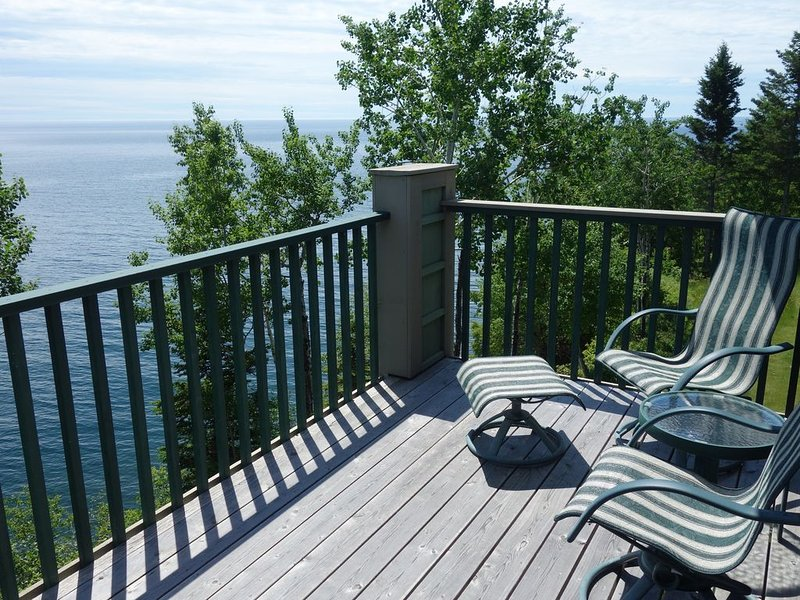 Lake Superior Clifftop Townhome With Stunning Views, alquiler vacacional en Schroeder