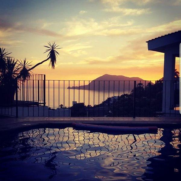 Casita Santiago Ocean View balcony and pool, holiday rental in Manzanillo