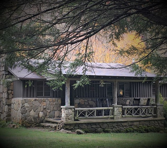 Waterstone Cottage - Escape to the Mountains!, casa vacanza a Canton