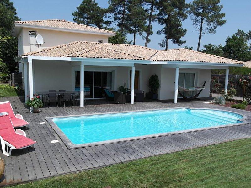 Villa 4 chambres, grand séjour, piscine, terrasse 100m2, calme, sans vis à vis, location de vacances à Le Porge