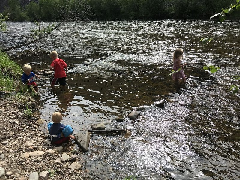 Fish, hike, hunt, float, and relax on private Rock Creek river access!, location de vacances à Stevensville