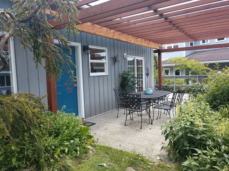 Charming Island Cottage by the Sea, vacation rental in Anacortes
