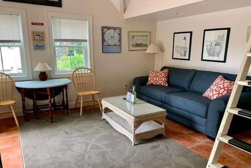 Marion Village's Very Best Cottage (tiny home living close to the town beach), casa vacanza a New Bedford