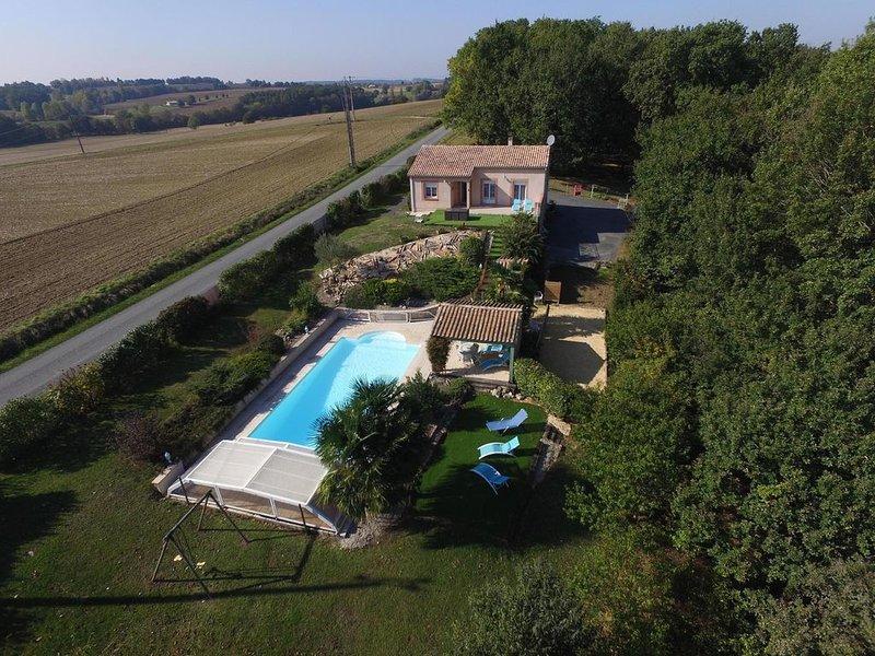 Agréable maison de campagne,piscine privée, entre Dordogne et lot et Garonne., alquiler de vacaciones en Lot-et-Garonne