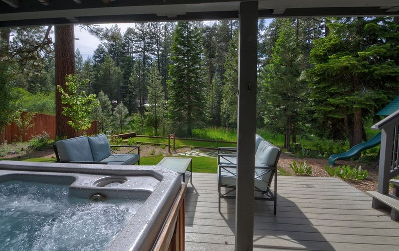 Roomy Modern Home - Save $100/night on last minute stays!, location de vacances à South Lake Tahoe