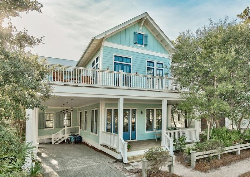 * Inquire about last minute rates - Beautiful 4 BR Pet Friendly WaterColor Home!, holiday rental in Santa Rosa Beach