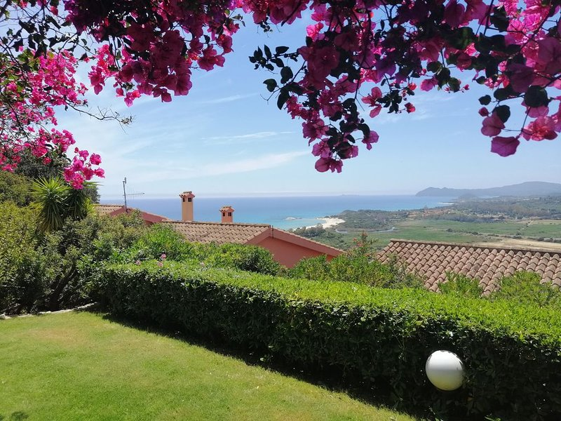 villino  con splendida vista mare sulla baia di santa giusta, vacation rental in Costa Rei