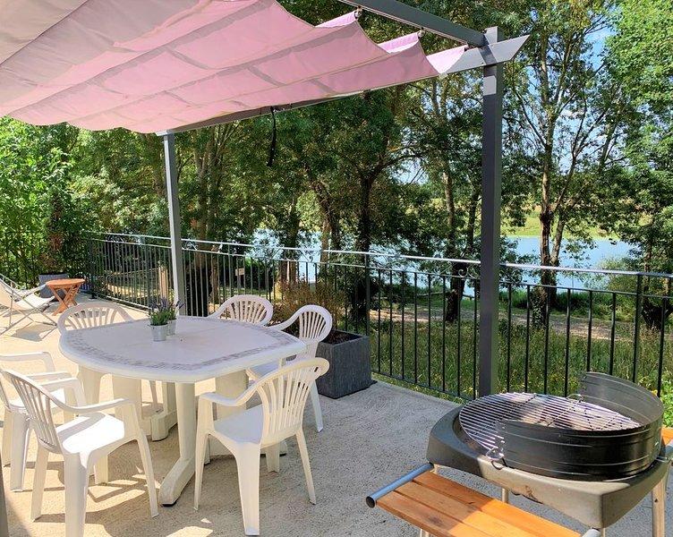Maison au bord de l'eau (meublé de tourisme ***), holiday rental in Chateauneuf-sur-Sarthe