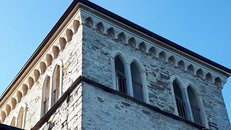 Casaforte Bevilacqua  Torre medioevale sul lago più romantico d'Italia, vacation rental in Quarona