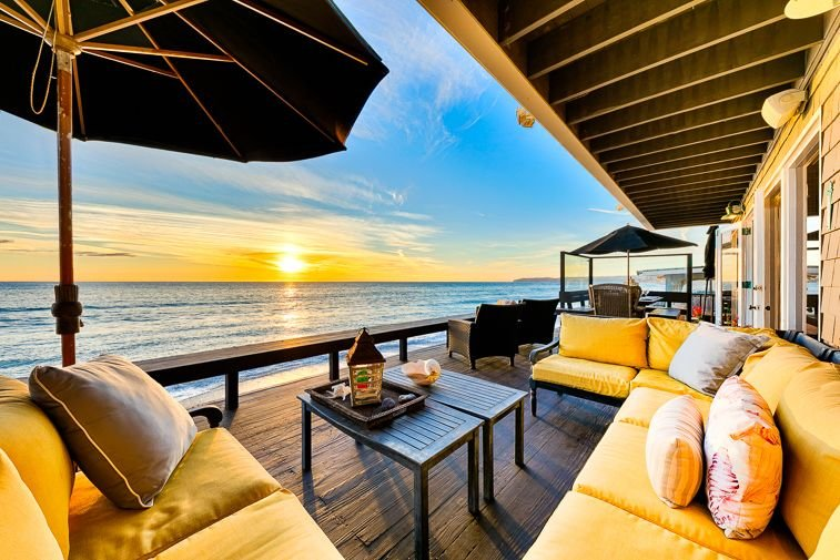 Oceanfront Cape Cod Style Home w/ Private Beach + Outdoor Living!, holiday rental in Dana Point