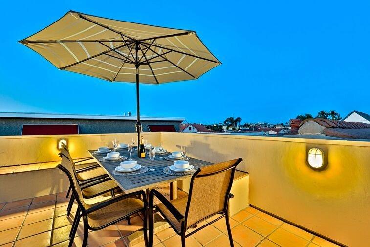 Cette terrasse sur le toit au 3ème étage est l'endroit idéal pour commencer ou terminer la journée.