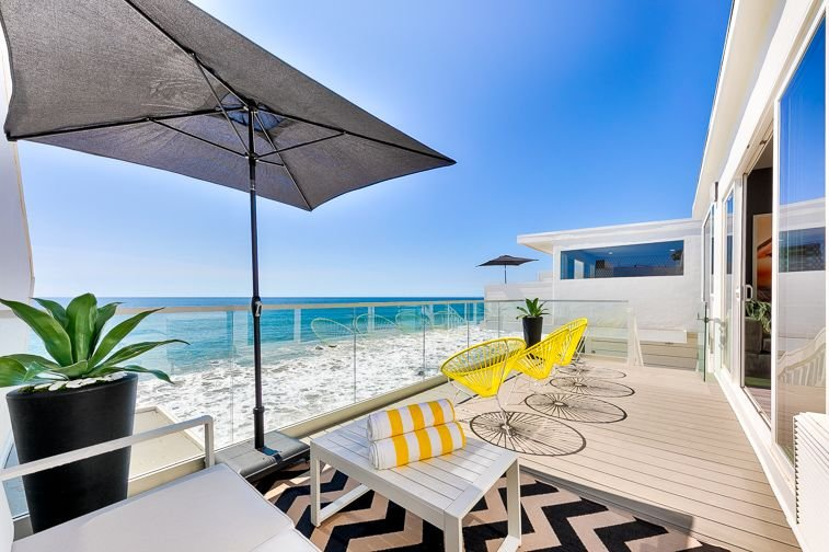 Bienvenue dans votre paradis de vacances à la plage avec 100 pieds carrés de façade sur la plage!