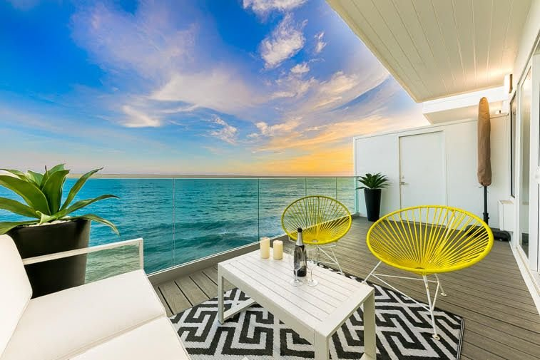 Ocean Views w/ Luxury Living + Balcony Above Water, holiday rental in Malibu