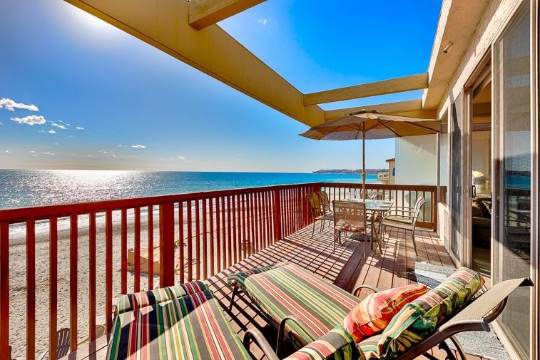 15% OFF MAR! Spacious Oceanfront Upper Level Unit w/ Deck+Amazing Water Views, holiday rental in Dana Point