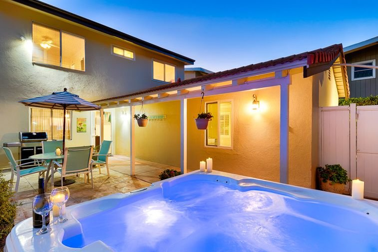 Ocean front Jacuzzi for 5.