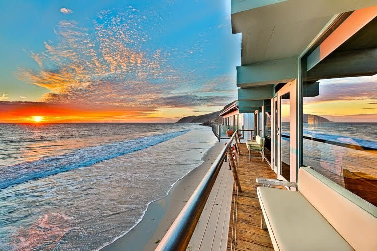 Stunning Luxury Oceanfront Beach Home w/ Large Deck + Endless Ocean Views, location de vacances à Newbury Park