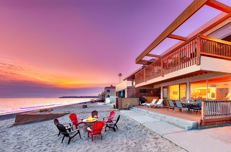 15% OFF MAR! Beachfront Spacious Duplex w/ Outdoor Living on the Sand!, holiday rental in Dana Point