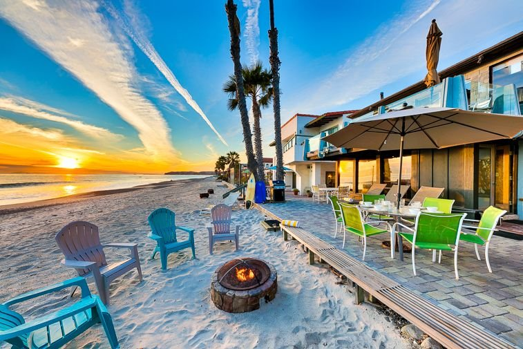 Oceanfront Beach Road Home, Amazing Location & Value!, aluguéis de temporada em Dana Point