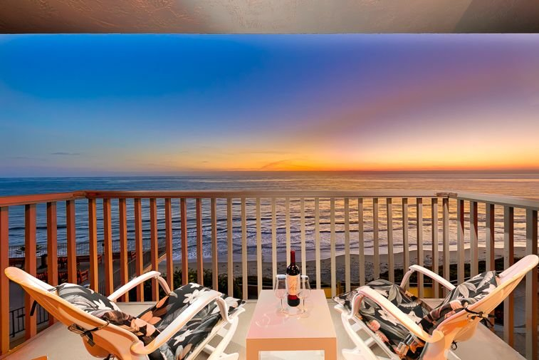Amazing Beachfront Home w/ Deck, Pool & Ocean Views, vacation rental in Solana Beach