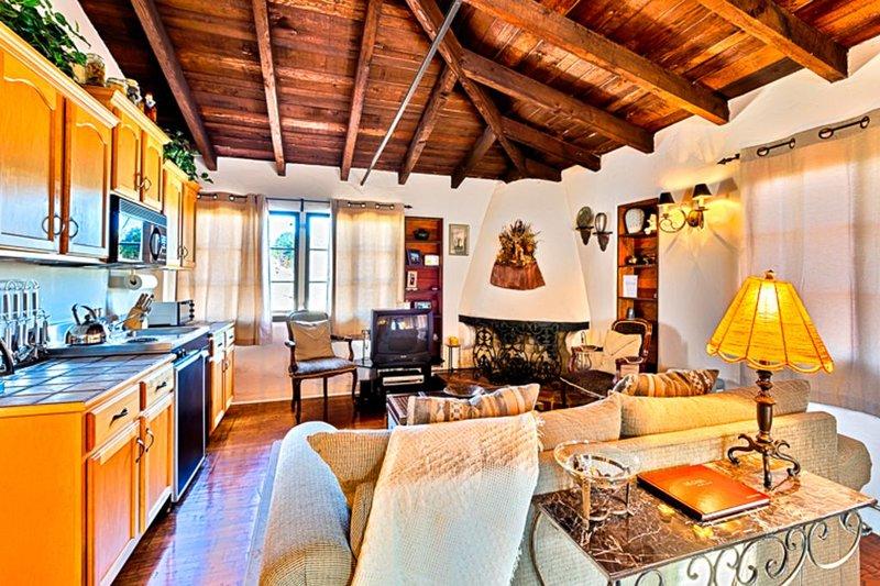 15% OFF THRU MAR! Stunning Studio Home, Walk to Beach, Pier & Dining!, location de vacances à San Onofre
