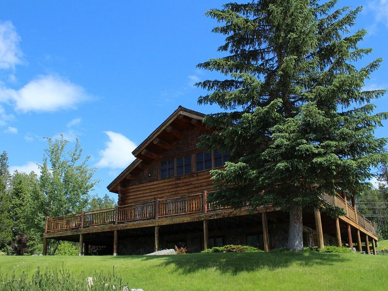 2 Bedroom Lodge Rental , Sleeps 6, 2 minutes from West Glacier, alquiler de vacaciones en Parque Nacional Glacier